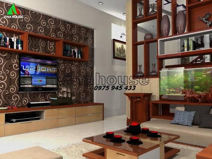 Không gian phòng khách với kệ tủ màu nâu